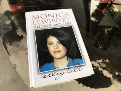 Undskyld Monica!